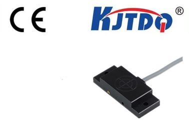 IP67 Angular Column Capacitive Inductance Proximity Sensor Square Type